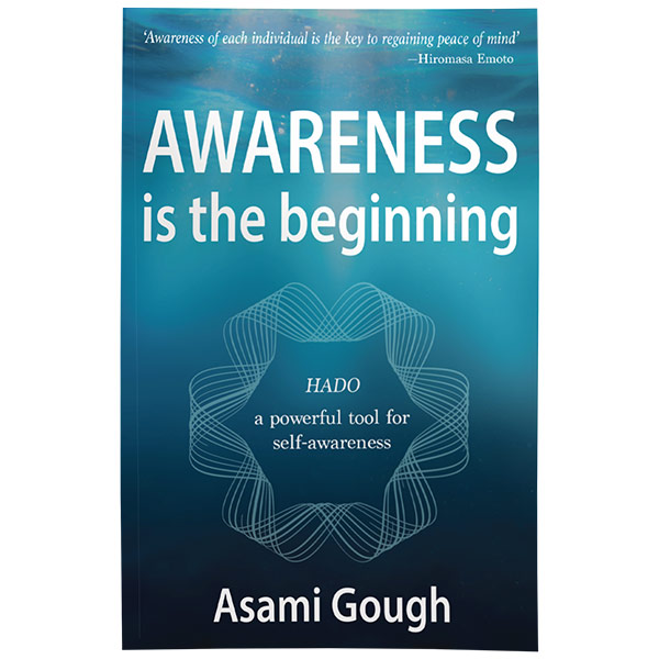 Awareness is the beginning 「気づき」それは始まりの瞬間  Asami Gough著
